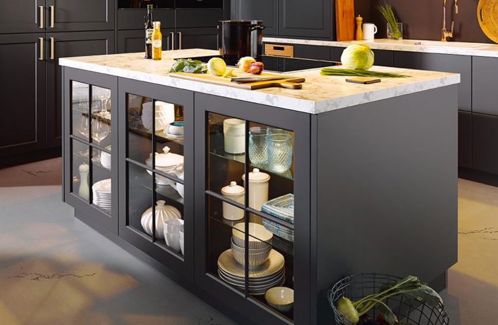 Traditional dark fitted kitchen island