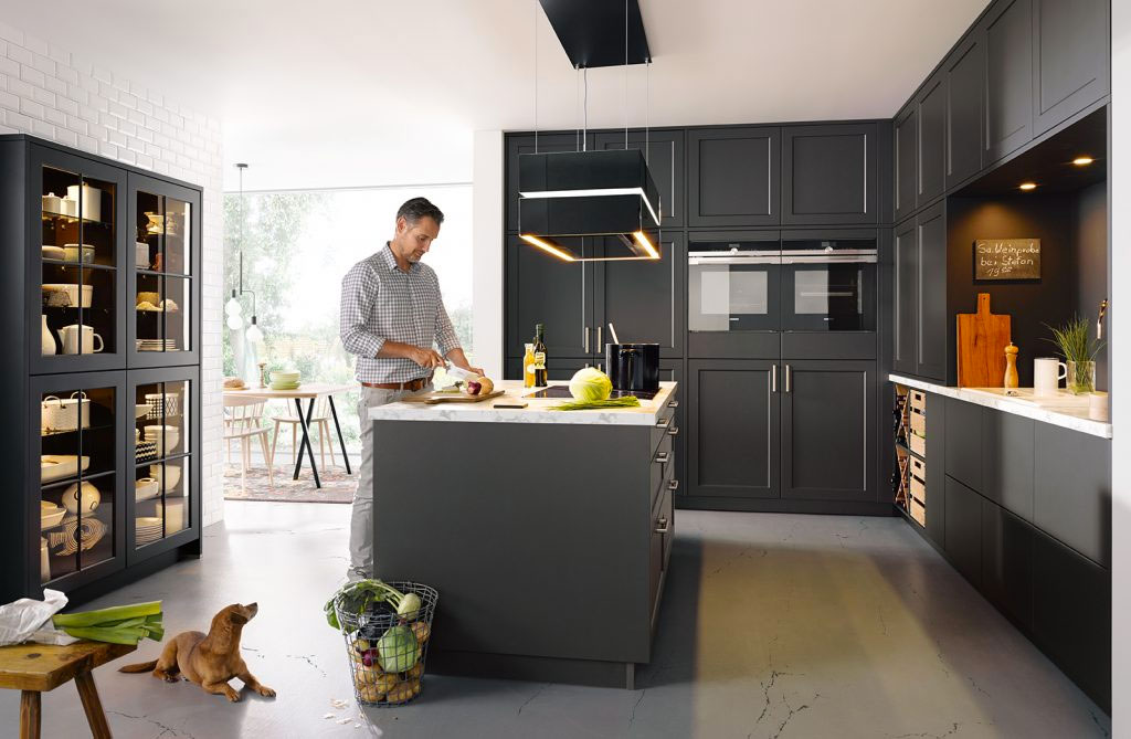 Dark Traditional fitted Kitchen