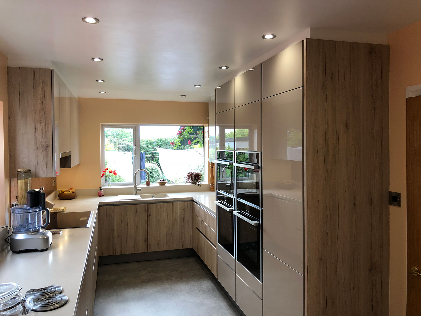 handless fitted kitchen Scholes 2